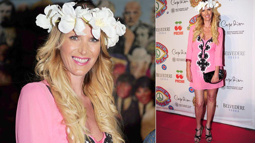 La presentadora Alejandra Prat acudió a la fiesta con un vestido rosa