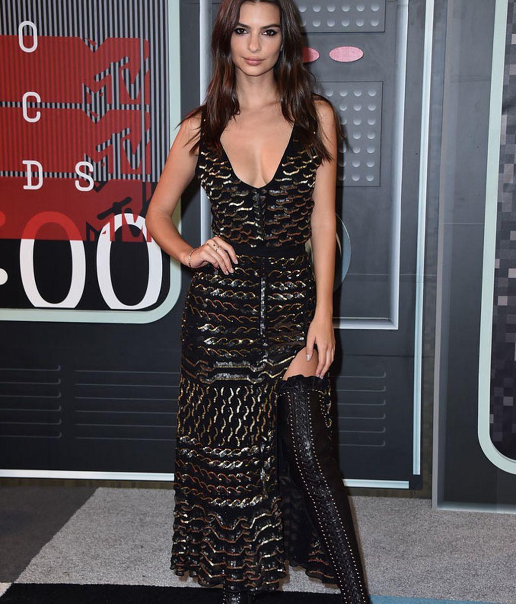 Emily Ratajkowski vestida de Altuzarra en los MTV