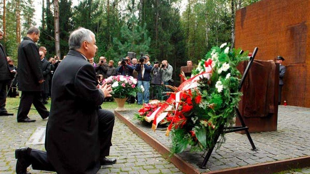 Homenaje a los oficiales ejecutados