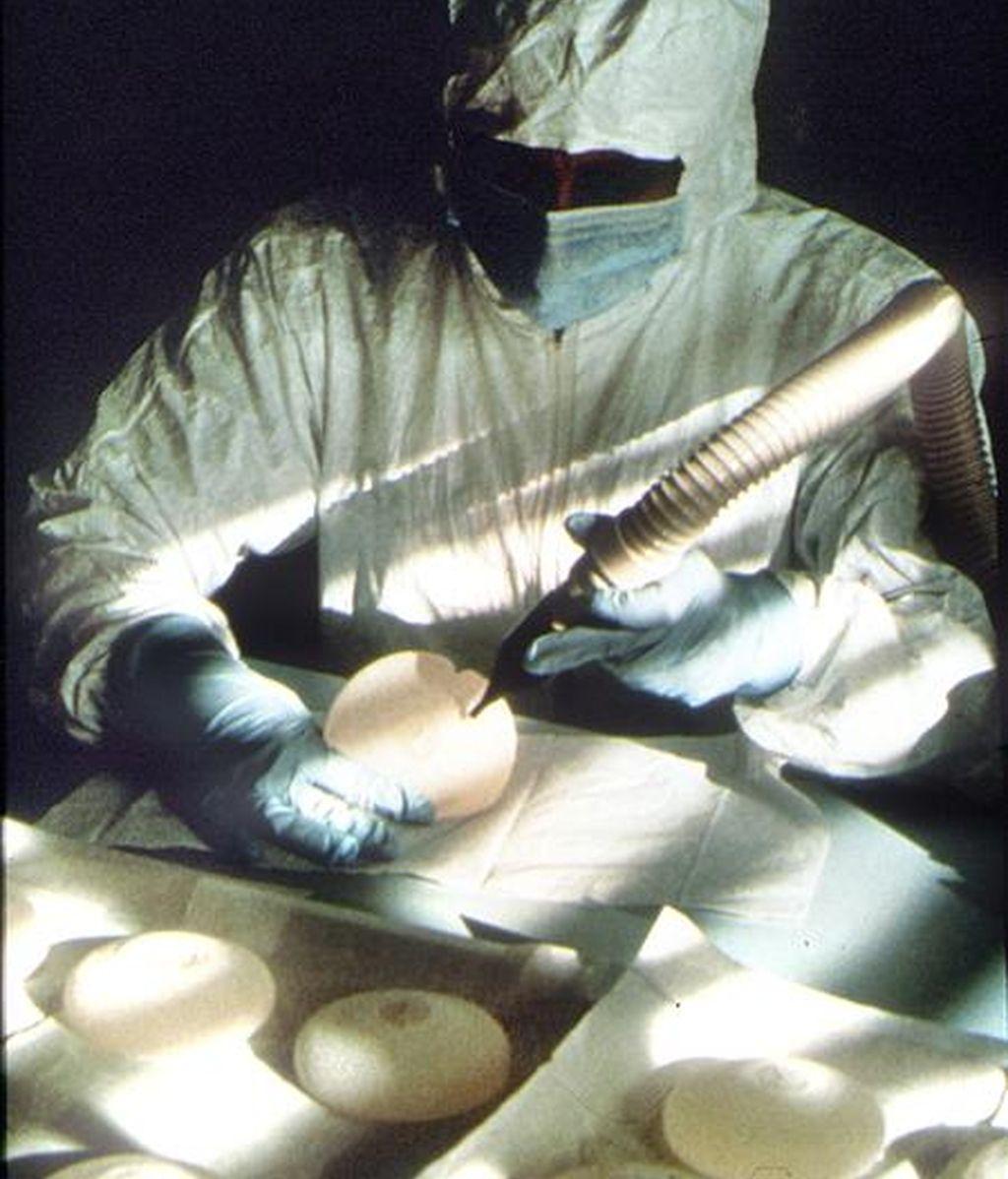 En la imagen, prótesis mamarias de soja. EFE/Archivo