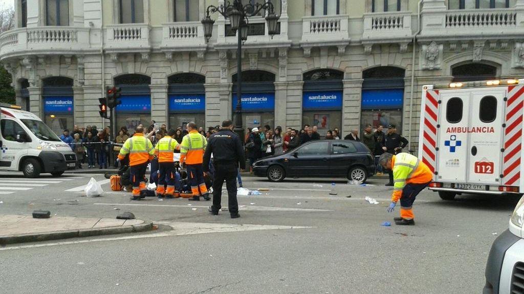 Al menos siete atropellados en la plaza de la Escandalera en Oviedo