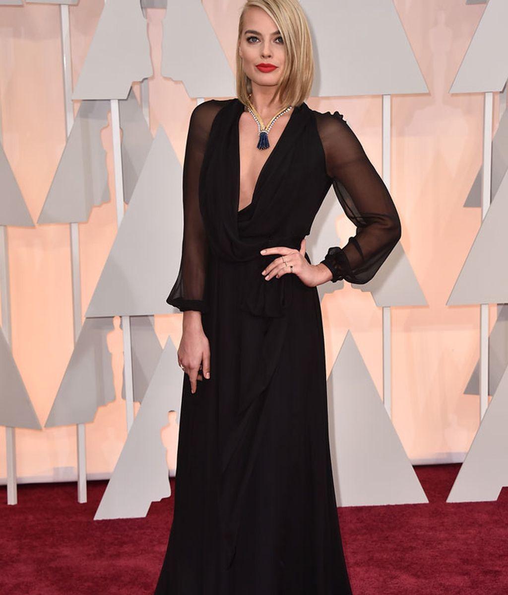 Margot Robbie vestida de Saint Laurent