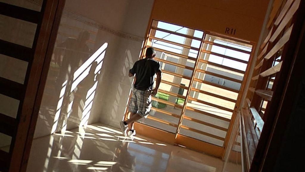 Un preso a punto de hacer el ingreso