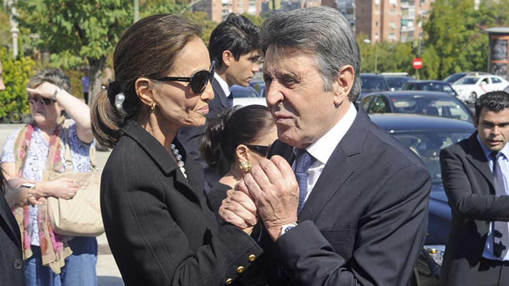 Los amigos apoyan a Preysler, esposa de Boyer durante 26 años