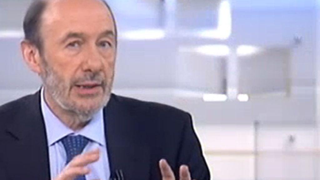 """La receta de Alfredo Pérez Rubalcaba para salir de la crisis pasa por """"acabar rápidamente la restructuración del sistema financiero""""."""
