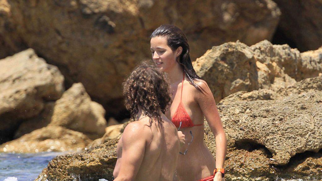 Puyol y Malena Costa, otros que también se relajan en Ibiza