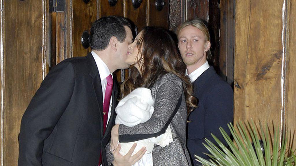 Guti y Romina bautizan al pequeño Enzo