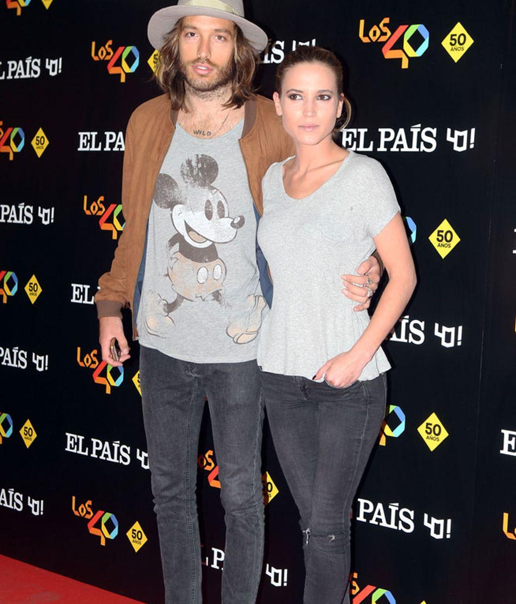 Ana Fernández y Adrián Roma se estrenan posando juntos en un 'photocall'