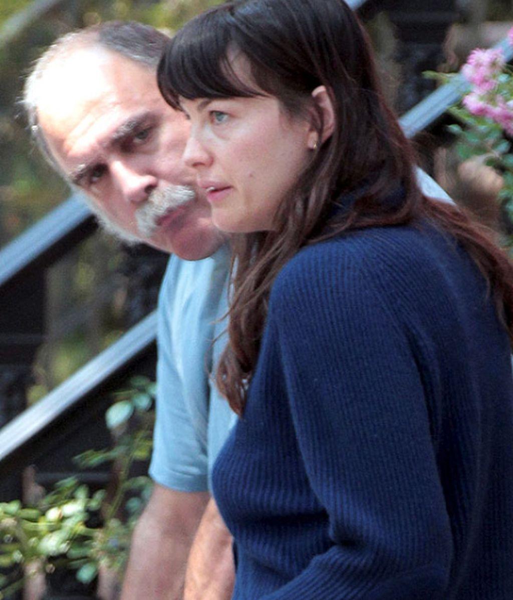 Liv Tyler, salir al balcón vestida de mesa camilla...¡No hay necesidad!