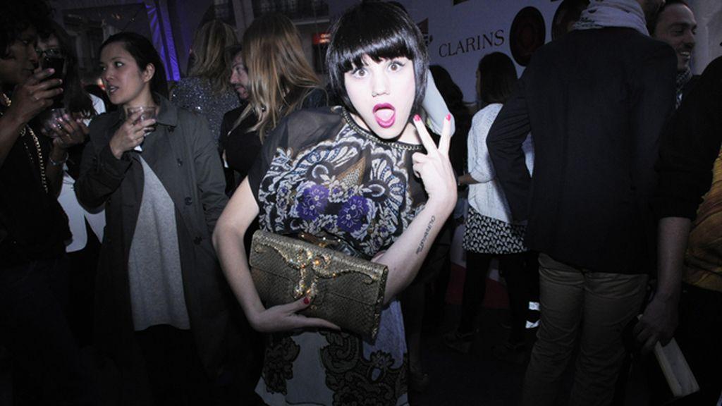 Angy dándolo todo en la fiesta con su Roberto Cavalli y su bolso de Philipp Plein