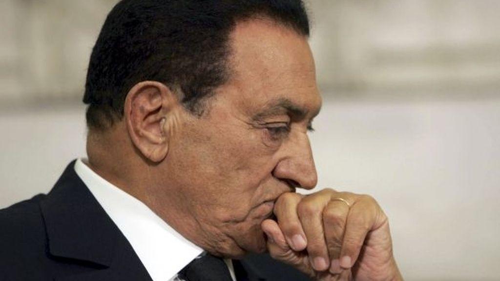 El director del hospital en el que se encuentra Mubarak desmiente que esté en coma