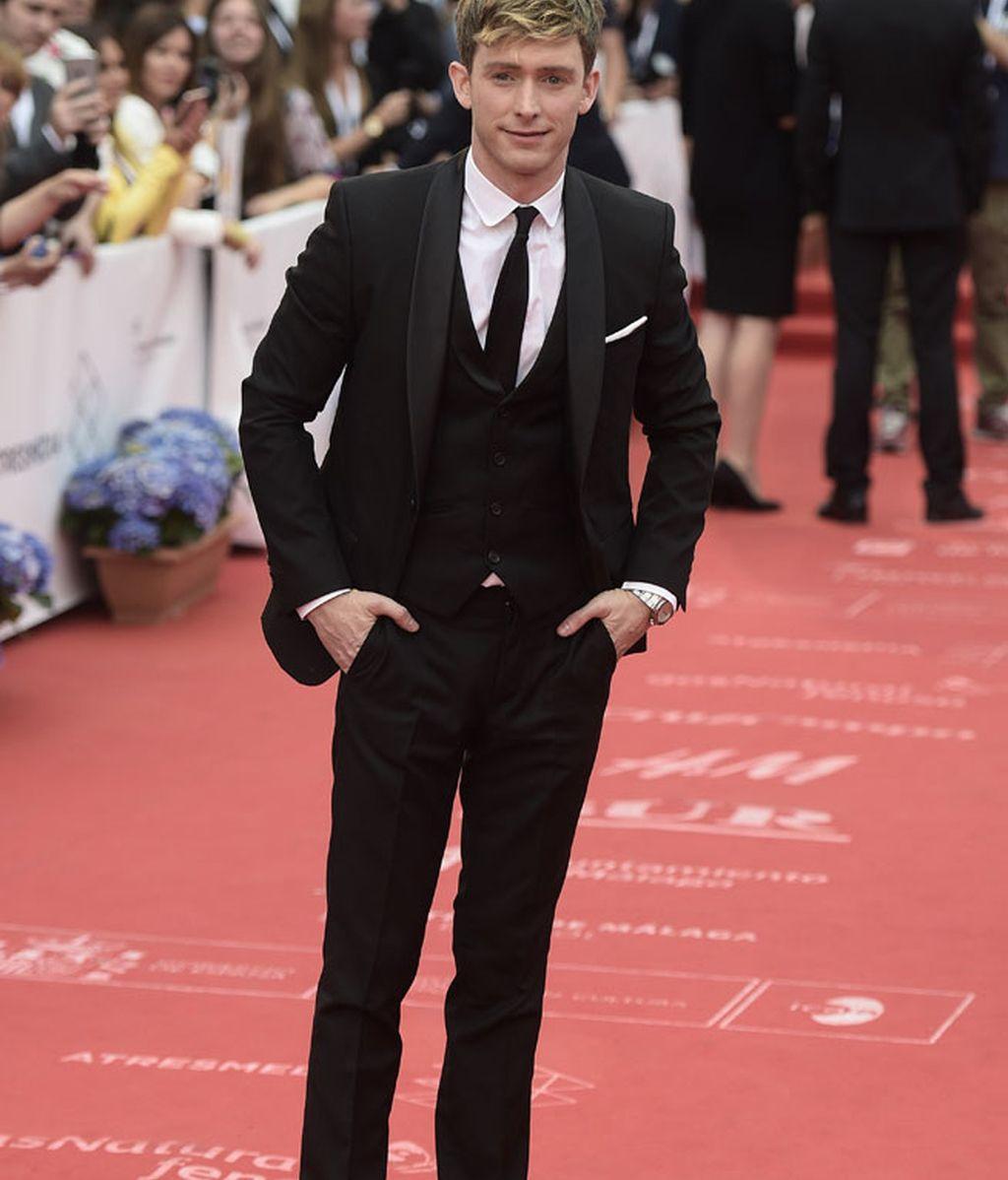 Pablo Rivero, elegante con traje negro y mocasines sin calcetines