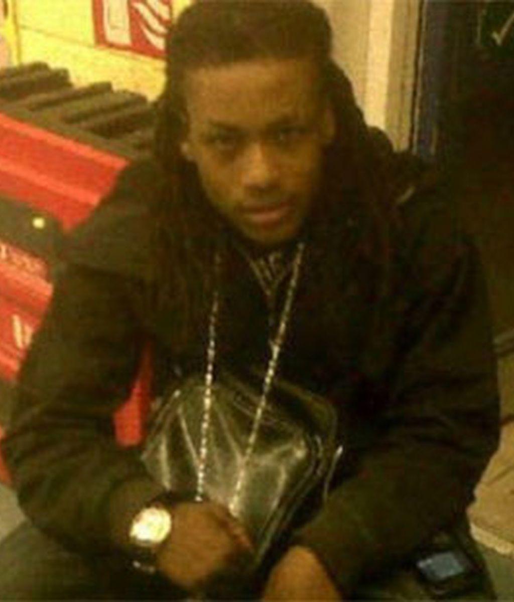 El adolescente de 15 años fue asesinado para robarle su Blackberry. FOTO: Daily Mail