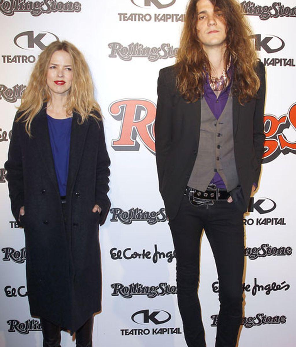 La cantante Cristina Rossenvigne eligió un abrigo 'oversize'
