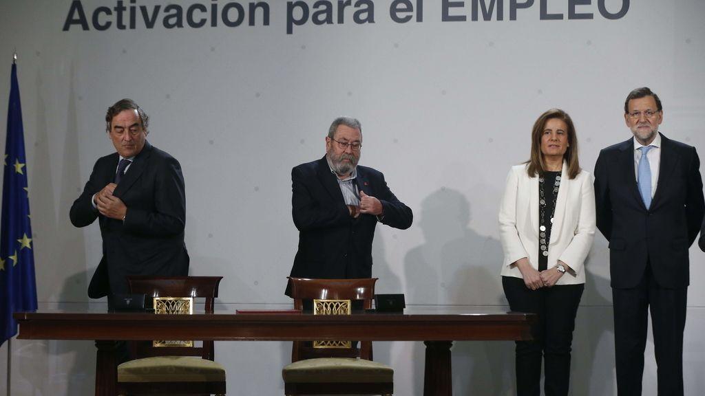 Mariano Rajoy firma con los agentes sociales el acuerdo de la nueva ayda a parados de larga duración