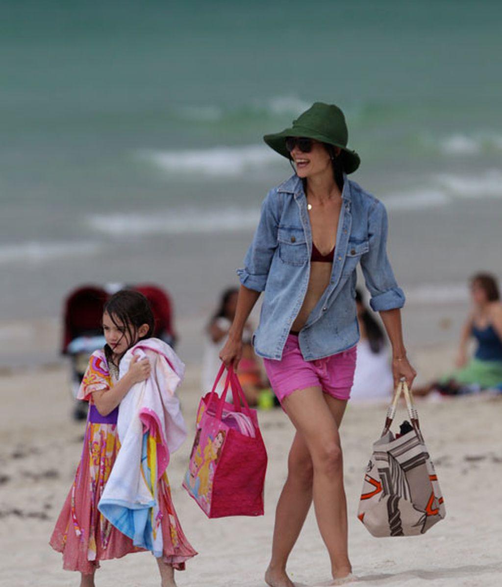 Katie Holmes y Suri Cruise se bañan vestidas