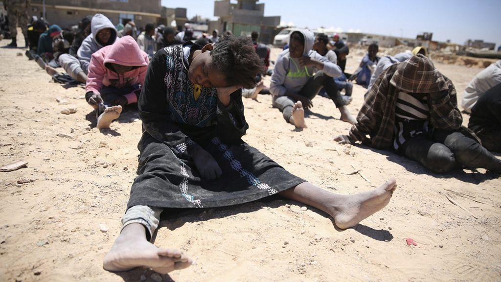 Rescatan a 112 inmigrantes que viajaban en una embarcación en Trípoli