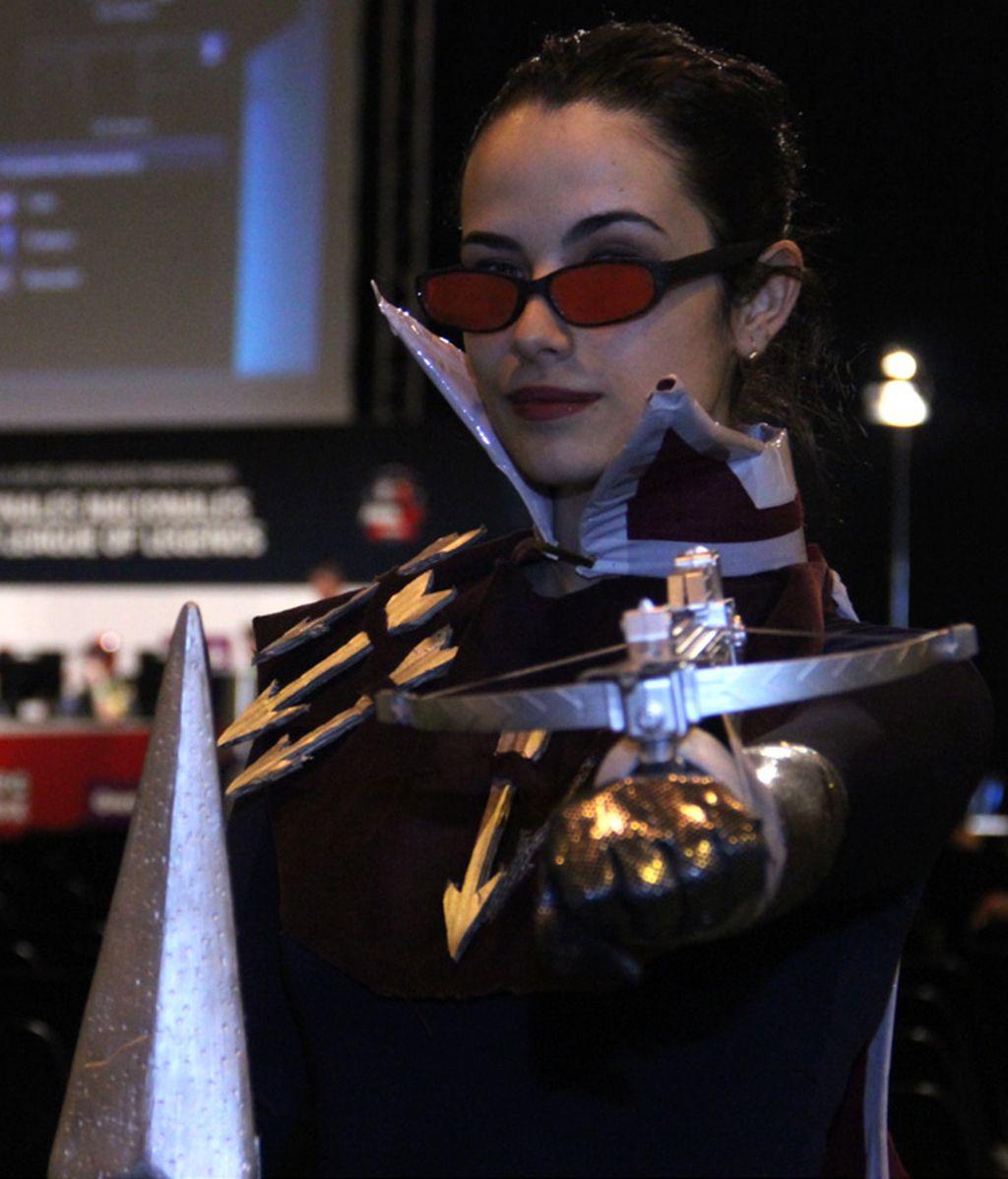 Vayne, una cazadora nocturna en el cosplay de LoL
