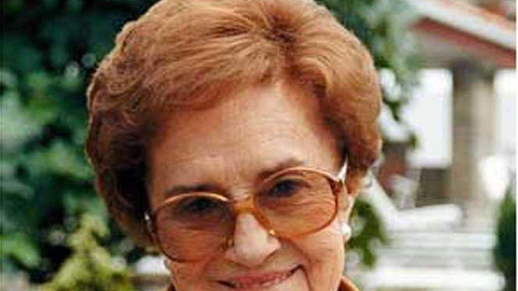 La escritora María del Socorro Tellado López, conocida como Corín Tellado
