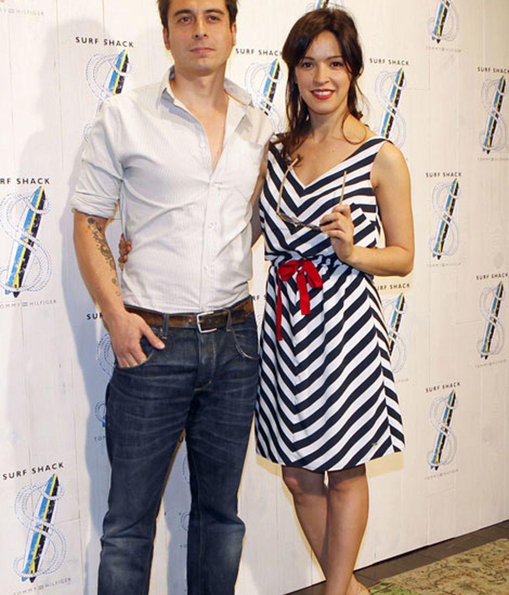 La actriz Verónica Sánchez con vestido marinero en color azul