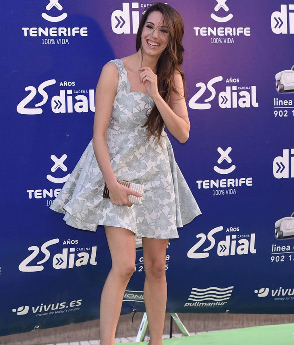 Sonriente Almudena Cid