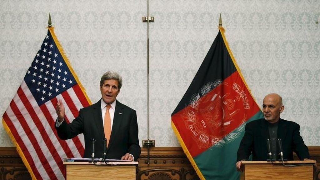 John Kerry visita Afganistán