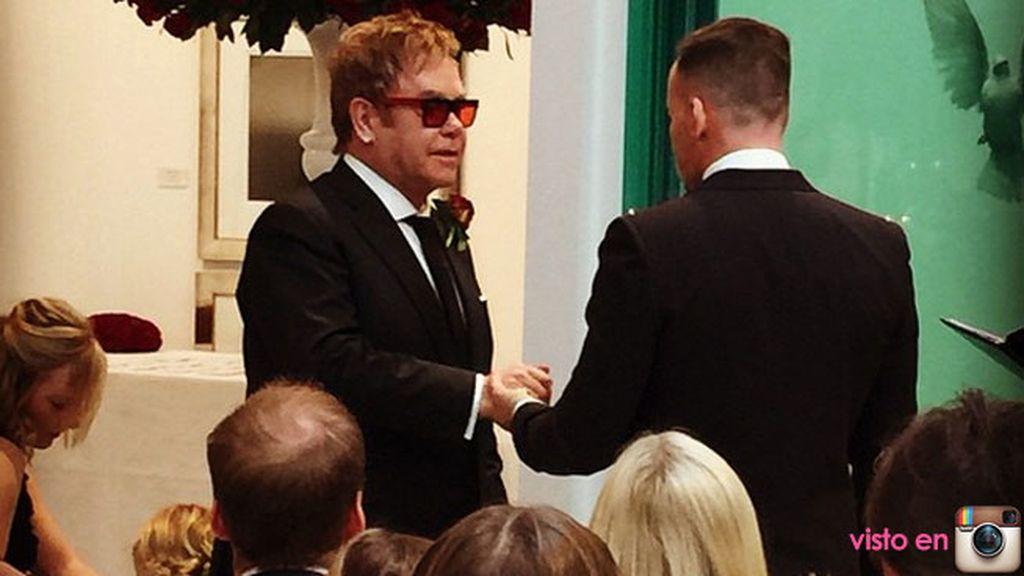 Elton John también quiso compartir una foto del intercambio de votos
