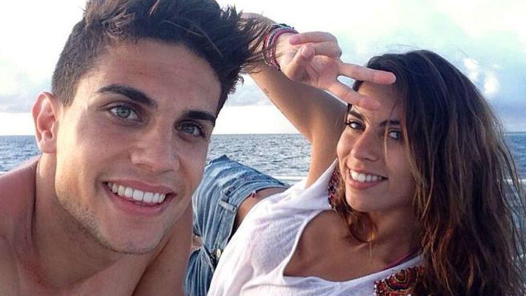 Otra pareja que confirmó su relación a través de las redes sociales fue la de Marc Bartra y Melissa Jiménez