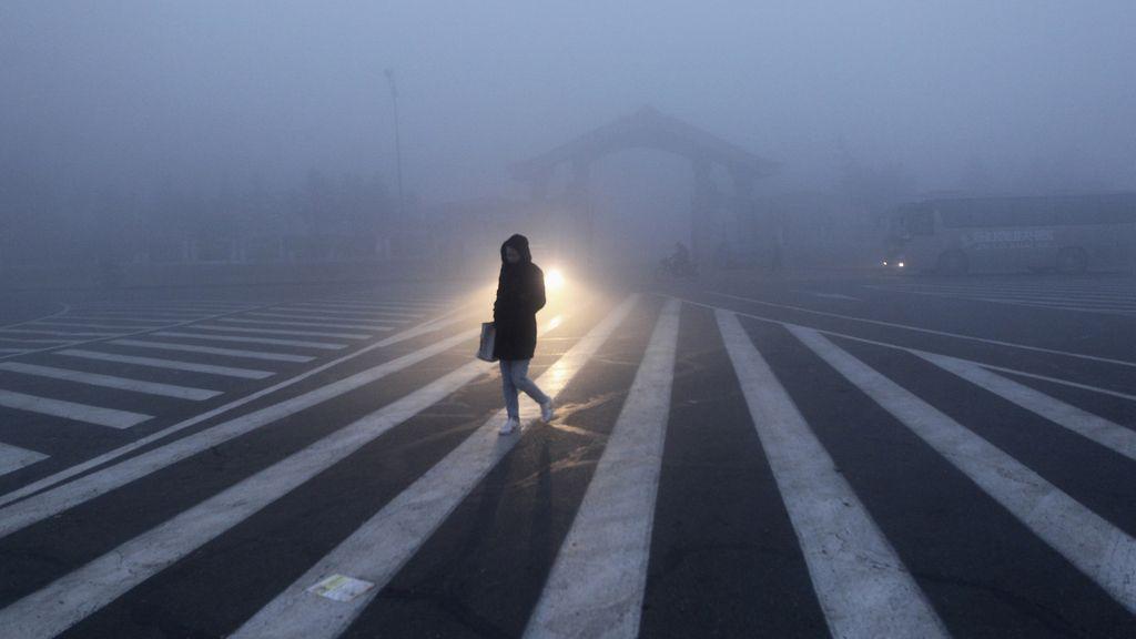 La niebla continúa invadiendo el noroeste de China