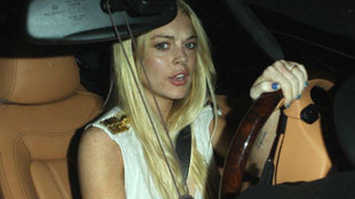 Lindsay Lohan conduciendo en West Hollywood (Los Ángeles) a finales de agosto. Foto: Gtres