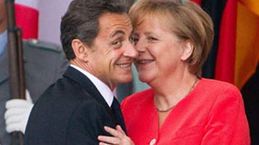 Nicolás Sarkozy y Angela Merkel se han reunido en Bruselas.