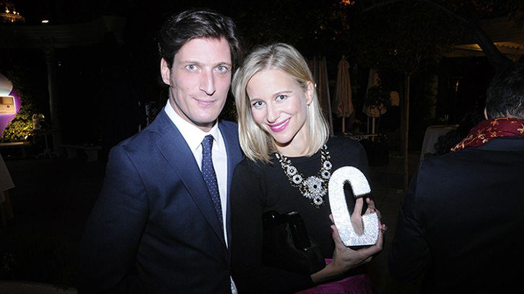 Luis Medina y María León, ganadora del premio blogger