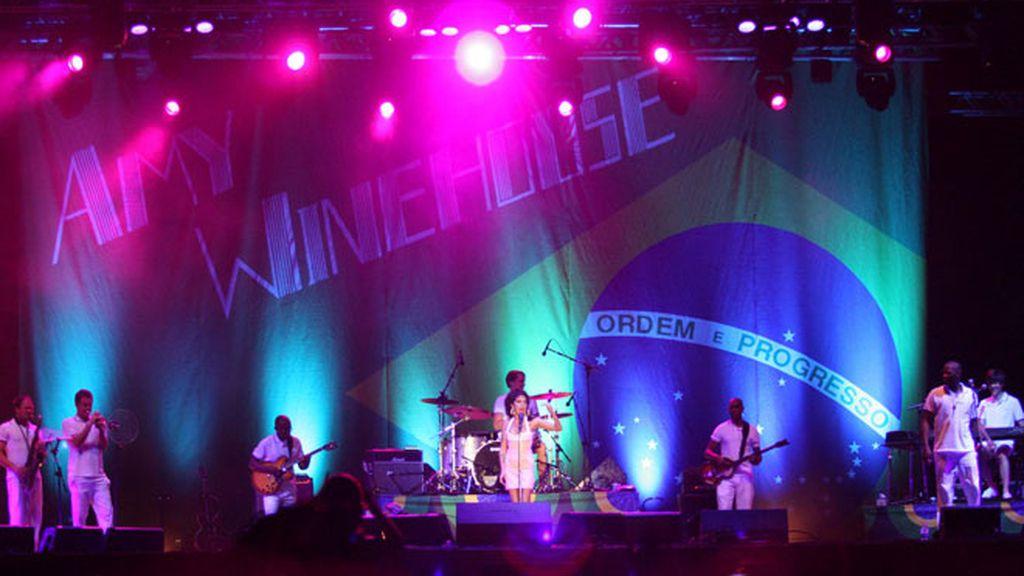 Amy Winehouse vuelve a hacer de las suyas en Brasil