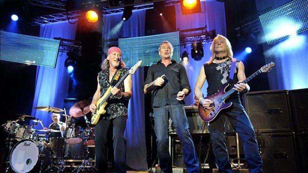 Ian Gillan (c), Roger David Glover (i) y Steven J. Morse (d), de la banda británica Deep Purple, en un concierto, en el escenario principal del Caribana Openair Festival en Crans-sur-Nyon (Suiza). EFE/Archivo