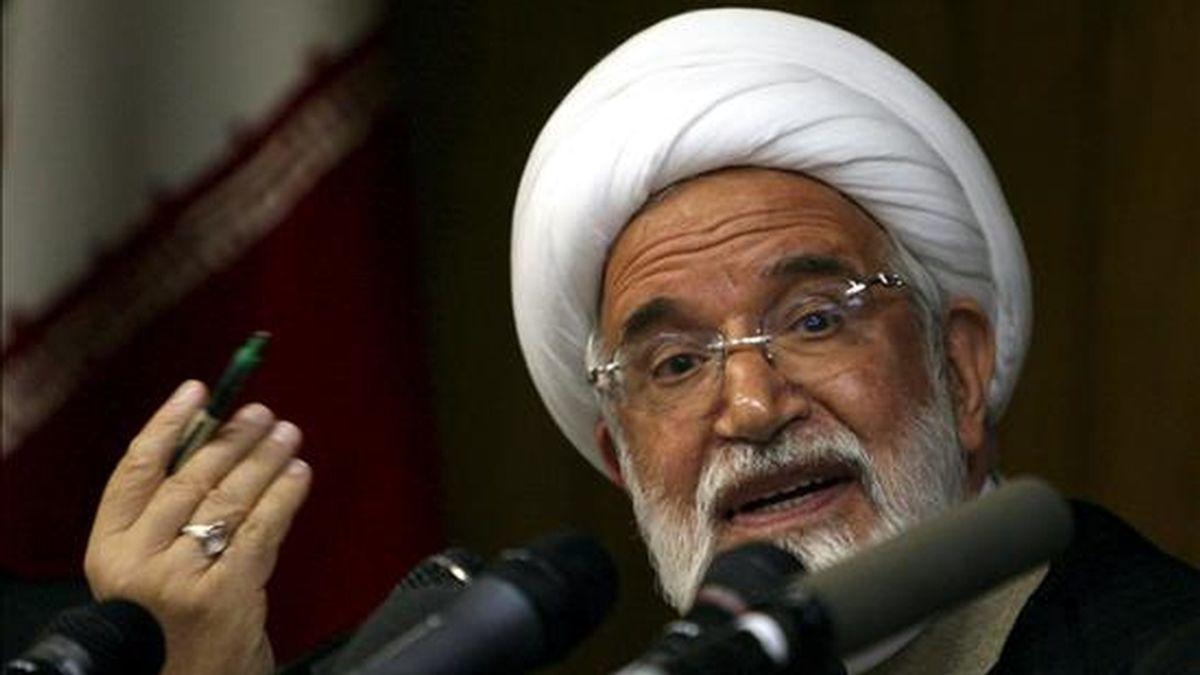 El líder opositor iraní Mehdi Karrubi da una rueda de prensa en Teherán (Irán). EFE/Archivo