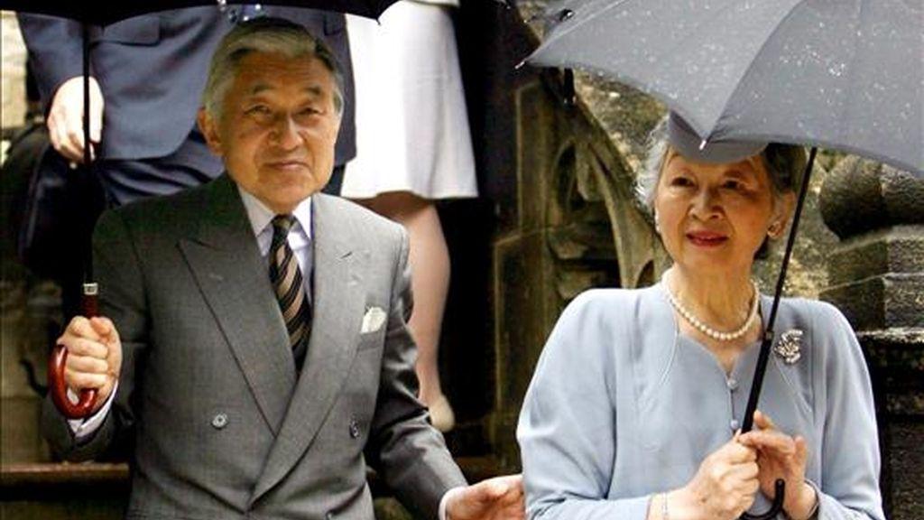 El emperador japonés Akihito y su esposa, la emperatriz Michiko. EFE/Archivo