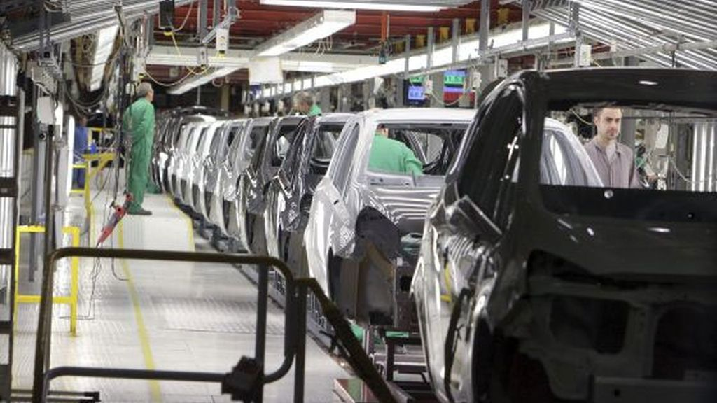 Suben las ventas de coches por primera vez en 7 meses