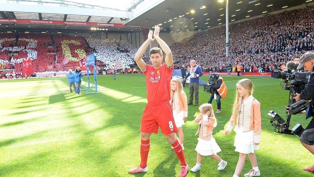 Gerrard es homenajeado en su último partido