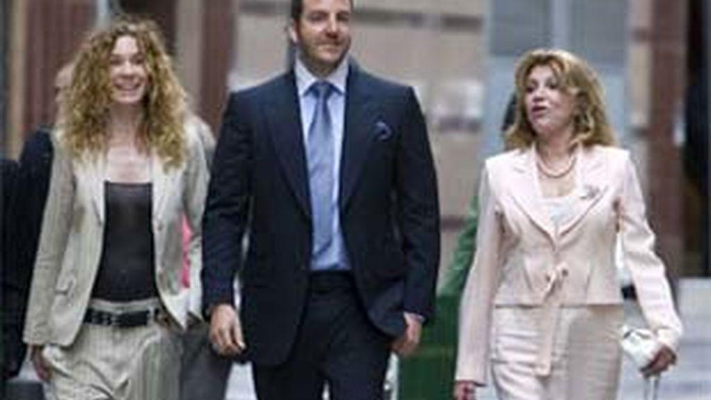 Blanca Cuesta, esposa de Borja Thyssen, junto a él y la madre de éste, Tita Cervera.