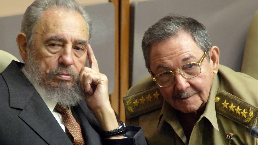 Los hermanos Castro, en 2004