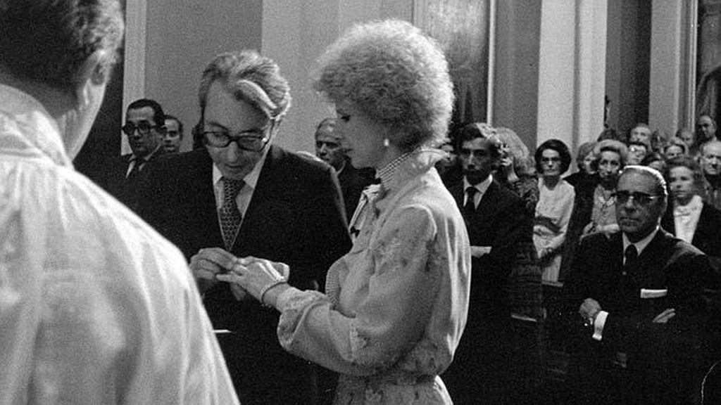 Durante su boda con Jesús Aguirre, Doña Cayetana ya lucía su característico pelo