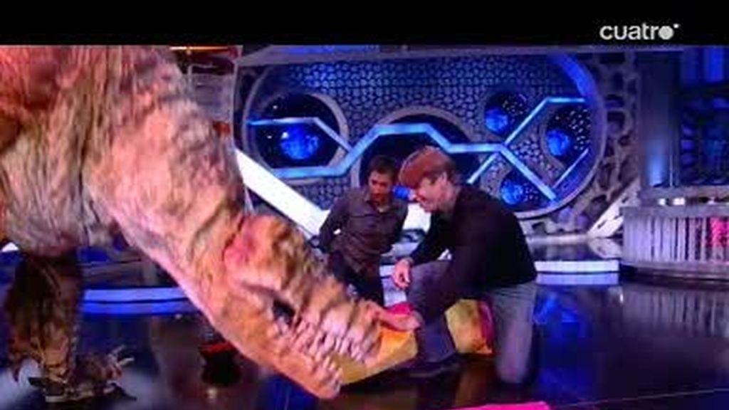 El Cordobés torea al dinosaurio