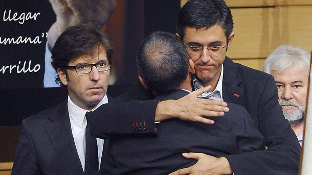 Políticos, cantantes y actores en el adiós a Carrillo