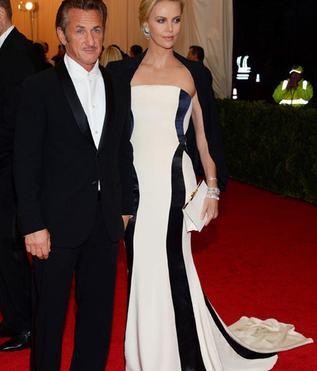 Sean Penn y Charlize Theron, ella vestida de Dior