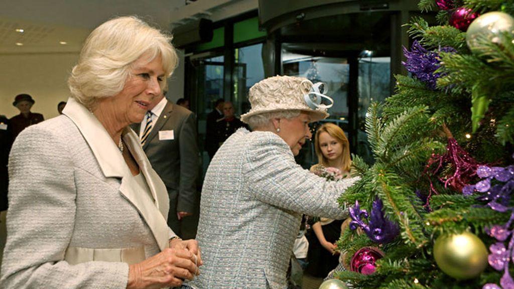 La Reina Isabel II y Camila, la Duquesa de Cornualles: Navidad en familia