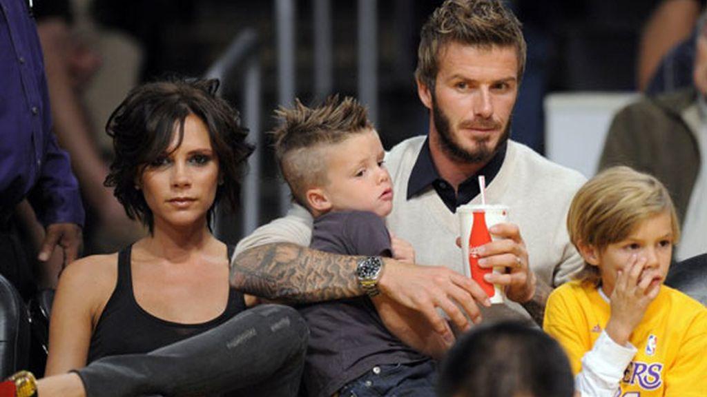 Tarde familiar de los Beckham en el baloncesto