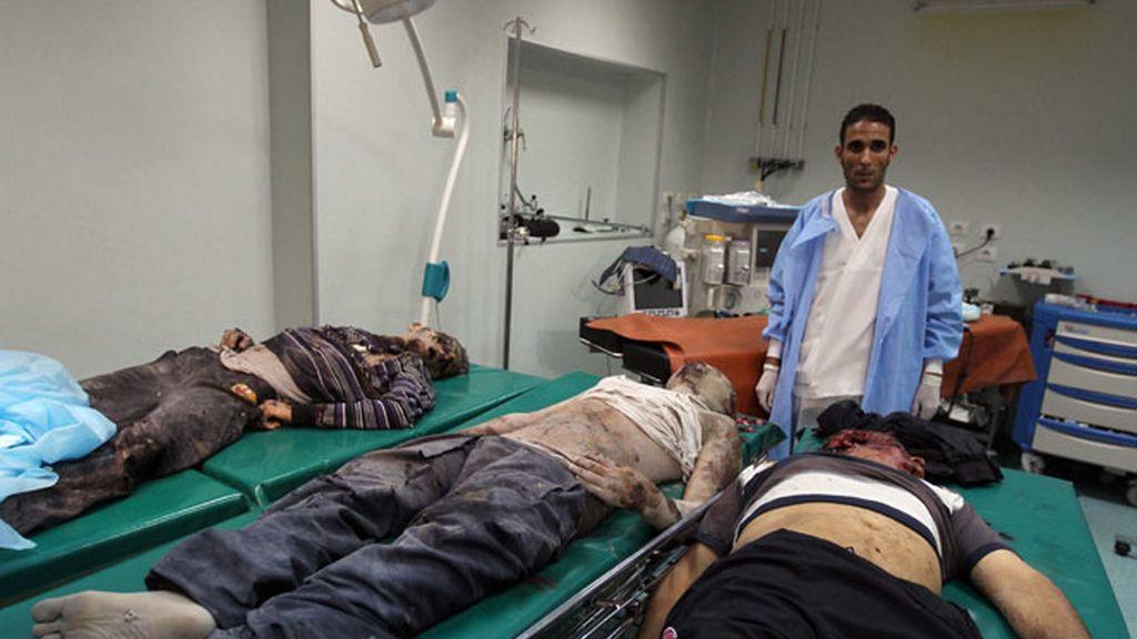 Al menos tres personas murieron y 150 resultaron heridas.