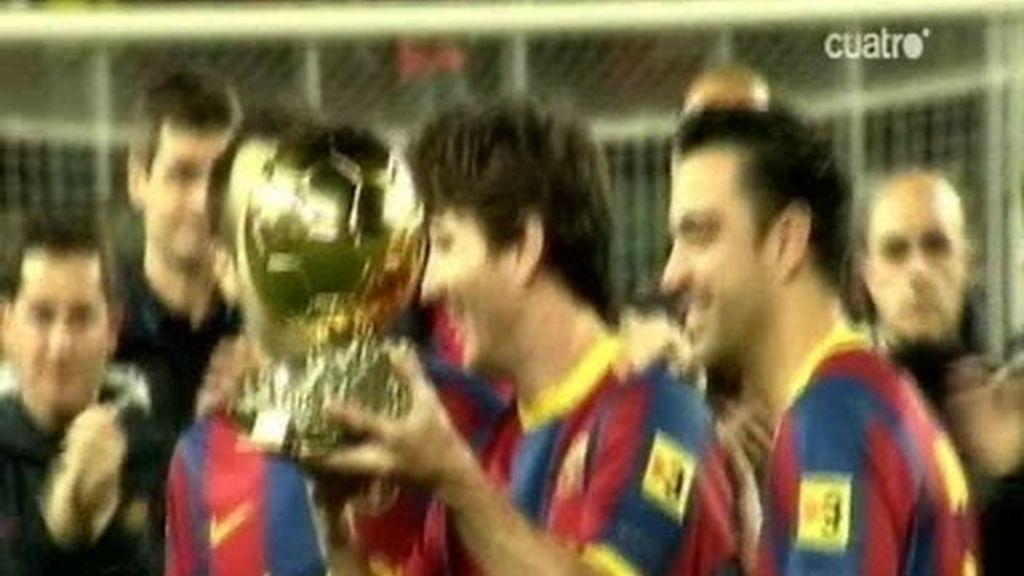 Leo Messi brinda el balón de oro a su afición