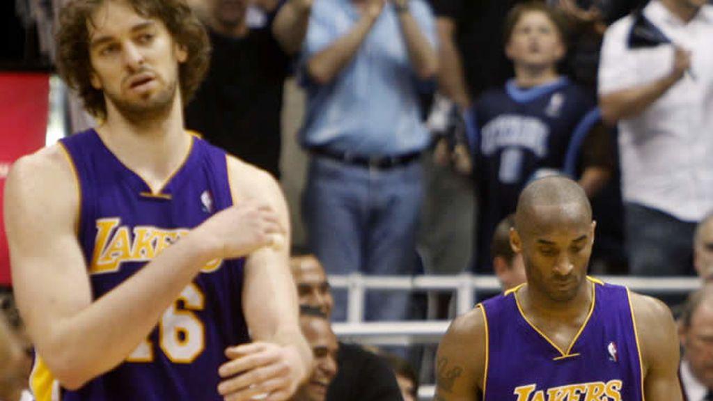 Pau Gasol y Kobe Bryant, cabizbajos