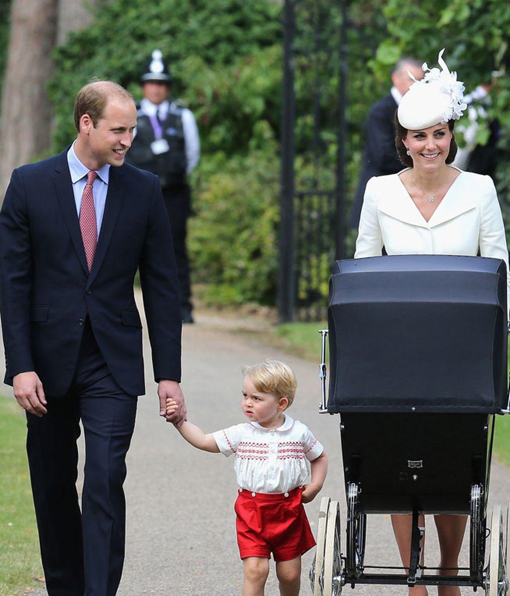 Los Duques de Cambridge celebran el bautizo de su hija
